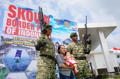 Prajurit di Perbatasan RI-PNG Pamerkan Alutsista (Okezone)