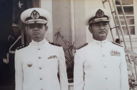 RM Handogo (kanan) saat masih menjabat Panglima Daerah Angkatan Laut IV di Manado, Sulawesi Utara. (Handogo)