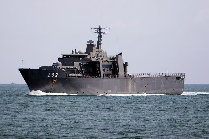 Kapal Perang AL Singapura Merapat di Surabaya