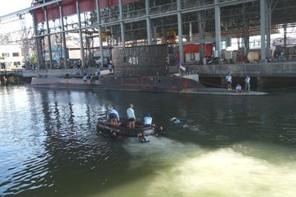 Satkopaska Koarmabar melaksanakan latihan infiltrasi menggunakan kapal selam. (Koarmabar)