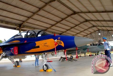 T-50i diparkir di hangar Lanud El Tari di Kupang, NTT, Jumat (04082017).