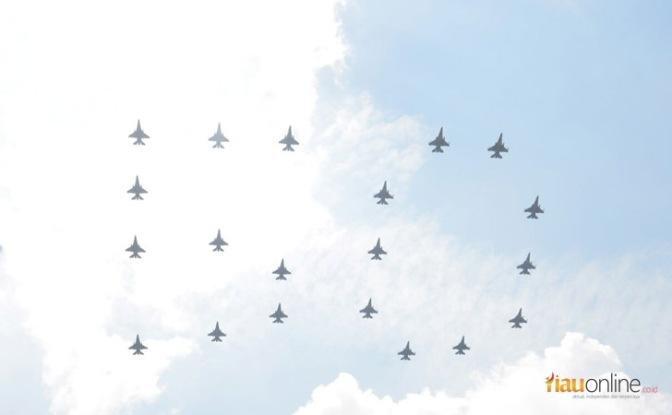 Gladi 'Fly Past' Peringatan 50 Tahun Hubungan Indonesia – Singapura