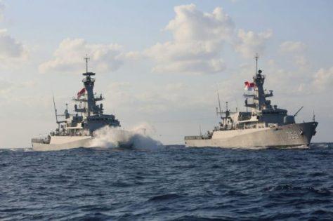 KRI Bung Tomo-357 Sambut KRI Usman Harun-359 di Laut Mediterania 23092017 (TNI AL)