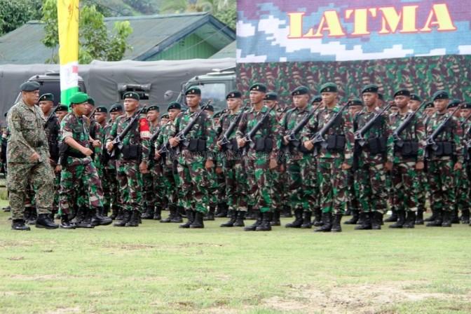 380 Prajurit Gabungan Indonesia dan Malaysia Latihan Pengendalian Operasi
