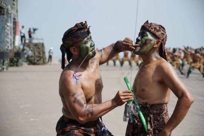 Debus dan Pencak Silat Ramaikan HUT ke-72 TNI