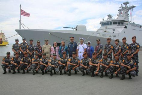 DUA KAPAL PERANG TIBA DI PHILIPINA (3)