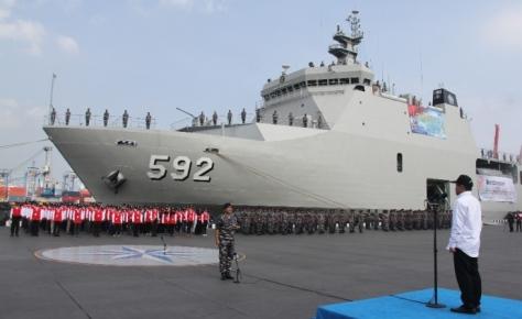 KRI Banjarmasin 592 dalam Ekspedisi Bakti PMK 2017 (TNI AL)