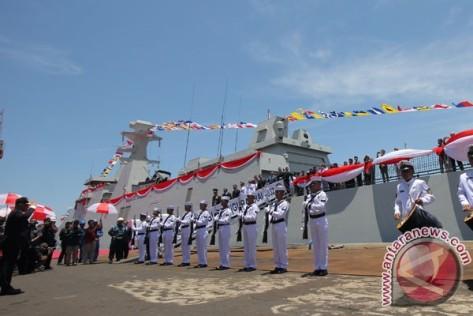 KRI I Gusti Ngurah Rai 332 Diserahkan ke TNI AL. (Antara) 2