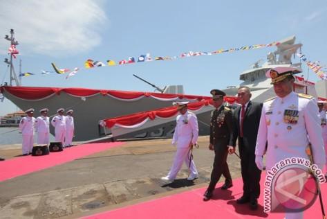 KRI I Gusti Ngurah Rai 332 Diserahkan ke TNI AL. (Antara)