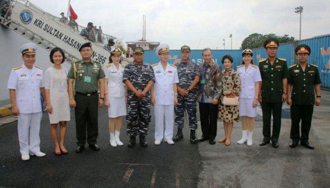 Dua Kapal Perang SIGMA TNI AL Sandar di Vietnam