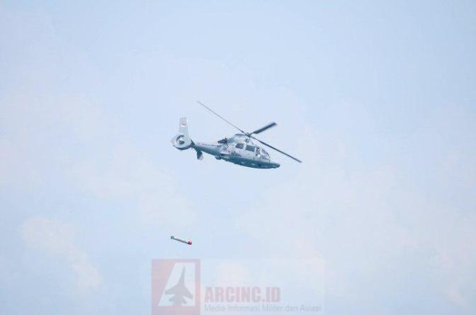 Helikopter Anti-Kapal Selam Milik TNI AL Tampil di HUT Ke-72 TNI