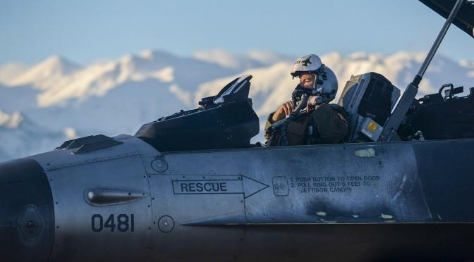 Trump Izinkan Angkatan Udara AS Aktifkan Kembali Pensiunan Pilot