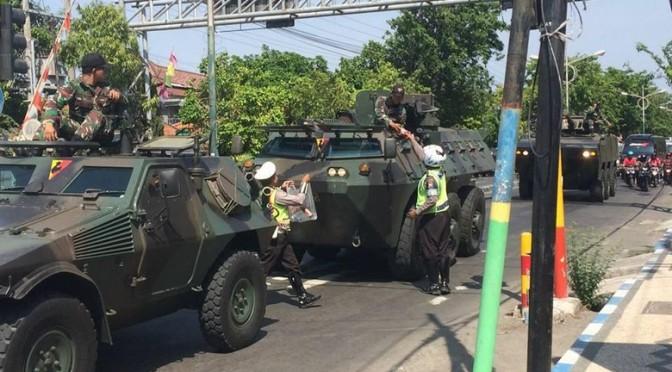 Alasan Polantas Setop dan Bantu Konvoi TNI di Sampang