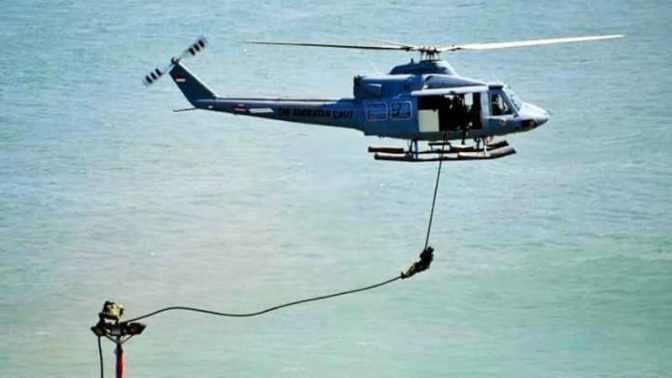 Aksi Heroik Pratu (Mar) Erick Lepaskan Tali Helikopter yang Tersangkut Tiang