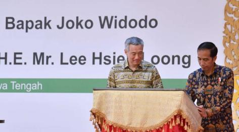 Presiden Joko Widodo bersama dengan Perdana Menteri (PM) Singapura Lee Hsien Loong meresmikan Kawasan Industri Kendal (KIK) di Jawa Tengah pada Senin (14112016).