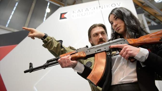 Rusia Sumbang Lima Ribu Senapan Kalashnikov dan Truk Militer untuk Filipina