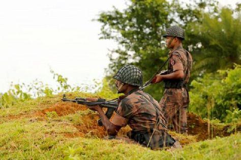 Tentara Myanmar memantau pergerakan militan. (Reuters)