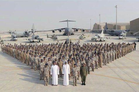 Angkatan Udara Qatar berpose di depan pesawat mereka (QNA)