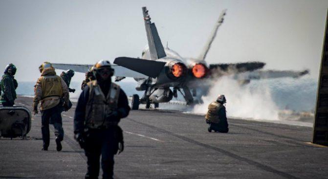 Pengebom Rusia Diusir Jet Tempur AS karena Dekati Kapal Induk