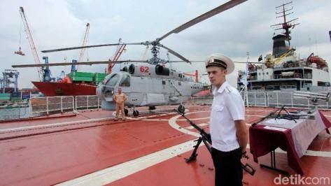 Kapal Perang Rusia Admiral Panteleyev di Pelabuhan JICT 2, Tanjung Priok, Jakarta, Rabu (29112017). (Detik) 2