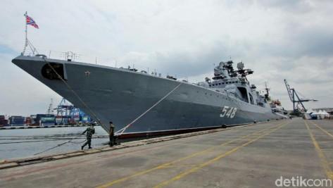 Kapal Perang Rusia Admiral Panteleyev di Pelabuhan JICT 2, Tanjung Priok, Jakarta, Rabu (29112017). (Detik)