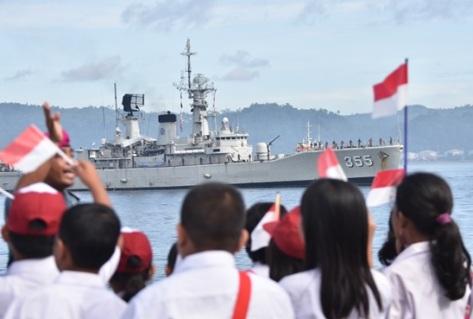 KRI Abdul Halim Perdanakusuma-355 dan KRI Teluk Ende-517 dalam rangka melaksanakan latihan praktek pelayaran Jalayudha Taruna AAL tahun 2017. (TNI AL)
