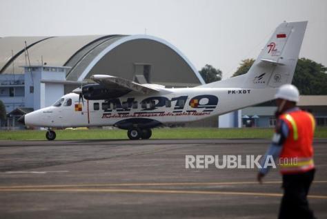 N219 terparkir di di Bandara Halim Perdana Kusuma saat acara Pemberian Nama Pesawat N219 oleh Presiden RI, Jakarta, Jumat (1011). (Republika) 3