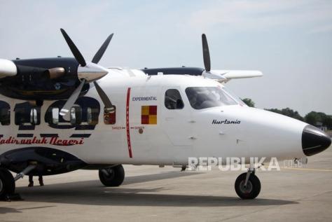 N219 terparkir di di Bandara Halim Perdana Kusuma saat acara Pemberian Nama Pesawat N219 oleh Presiden RI, Jakarta, Jumat (1011). (Republika)