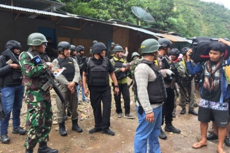 TNI Polri berhasil mengevakuasi warga sanderaan Kelompok Kriminalitas Bersenjata di Tembagapura, Jumat (1711). (Istimewa) E