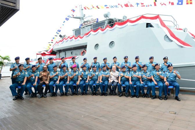 TNI AL Diperkuat Satu KAL 28 M dan Dua Combat Boat AL D-18