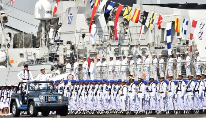 Kasal Pimpin Upacara HUT Armada
