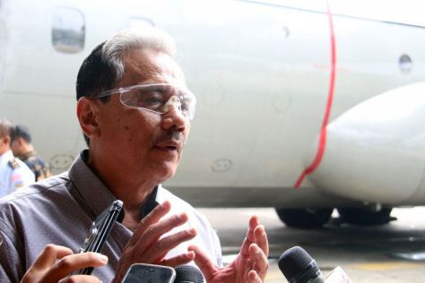 Marsekal TNI (Purn.) Chappy Hakim saat peluncuran buku dan penyerahan 100 buku kepada Angkatan Udara di Skadron Udara 31 Halim Perdanakusuma, Jakarta, Minggu (17122017). (Maulana Mahardi