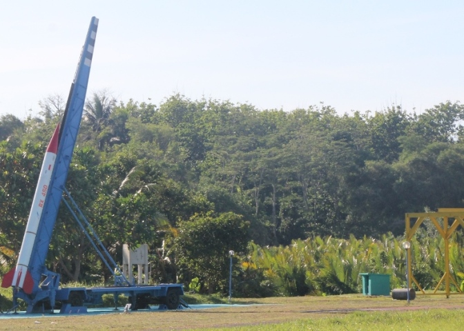 Roket RX 450 dan RX 1220 Sukses Meluncur
