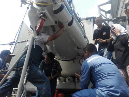 Uji Coba Kelaikan Hyperbaric Chamber Low Magnetic di KRI Pulau Rupat-712 (TNI AL)