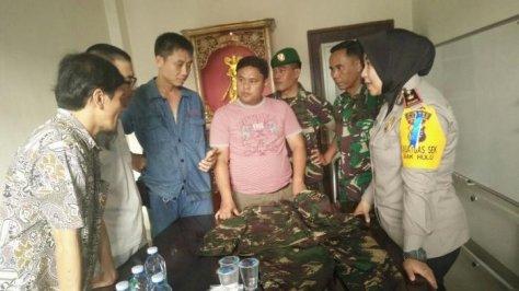Warga Tiongkok Berseragam Militer Muncul di Pasar Kampar Riau Diamankan Polisi. (Tribunnews)