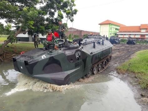 Batalyon Ranratfib-1 Mar Laksanakan Uji Arung 5 Unit LVT-7A1 (TNI AL)