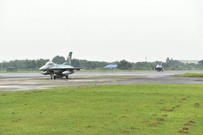 Dua F-16 Hibah AS Akhirnya Tiba di Lanud Iswahjudi