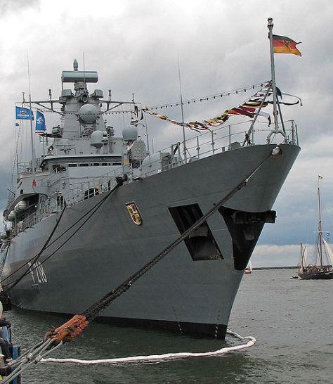 F218 Mecklenburg-Vorpommern Bugansicht (Wiki)