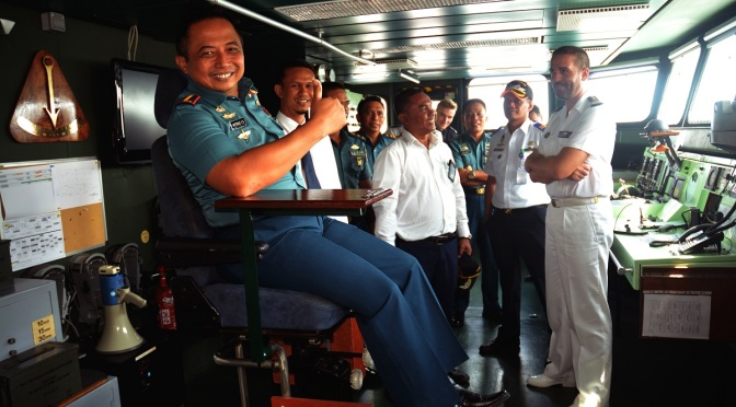 """Fregat Pengawas """"Vendemiaire"""" F 734 Berlabuh Di Jayapura"""