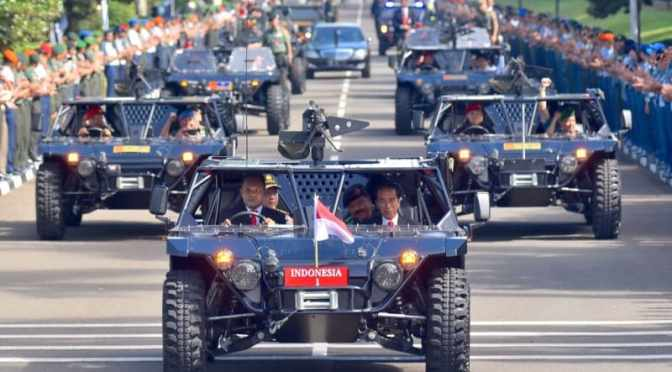 Presiden Jokowi Naik Mobil Serbu di Rapim TNI-Polri