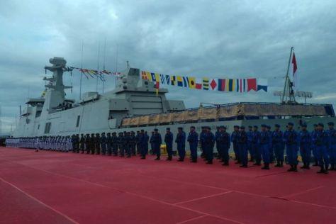 Panglima TNI Marsekal TNI Hadi Tjahyanto meresmikan Kapal Perang Republik Indonesia (KRI) I Gusti Ngurah Rai-332 di Dermaga Timur Benoa, Denpasar, Bali, Rabu (10012018). (Kompas)