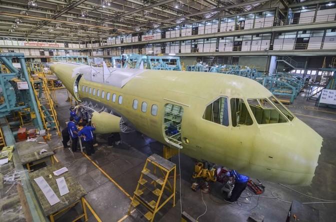 Pembuatan Pesawat CN235-220 di Hanggar PT Dirgantara Indonesia (Photo)