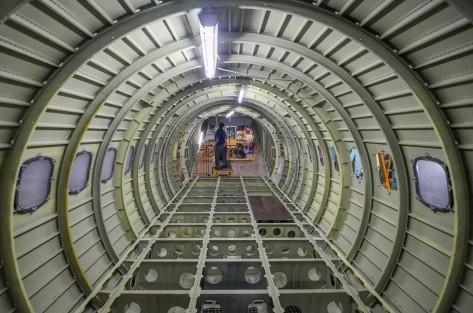 Pekerja mengerjakan struktur fuselage CN235-220 Multi Purpose Aircraft pesanan Nepalese Army di hanggar sub assembly CN235 PT Dirgantara Indonesia (PTDI), Bandung, Jawa Barat, Selasa (91