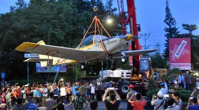 Pesawat AS 202 Bravo TNI AU Menjadi Ikon Wisata Baru Kota Mataram