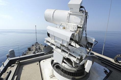 Senjata laser yang dipasang di kapal perang AS. (REUTERS)