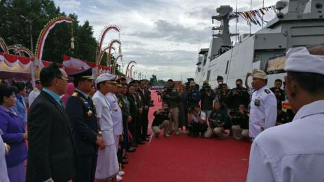Upacara Pengukuhan Nama Kapal Perang Republik Indonesia (KRI) I Gusti Ngurah Rai-332 dan Penyematan Brevet Kehormatan Hiu Kencana 2018 yang dipimpin oleh Panglima TNI Marsekal TNI Hadi T