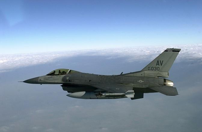 F-16 AS Buang Tangki Bahan Bakar ke Danau Jepang Karena Kebakaran Mesin