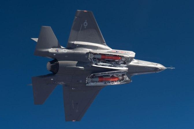 Amerika Ingin F-35 Bisa Tembakkan Senjata Nuklir