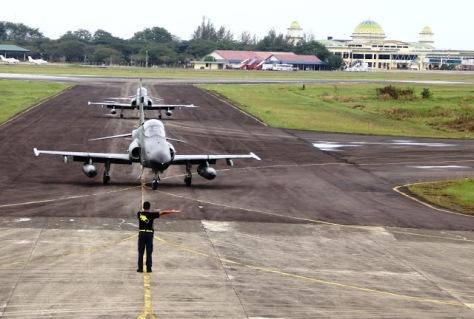 Hawk 100 200 Skadron Udara 12 Lanud Roesmin Nurjadin, Pekanbaru tiba di Lanud Sultan Iskandar Muda. Jumat (2302). (Portal Komando)