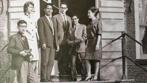Krisno Nimpuno, siswa Papua, Sri (istri Krisno), Tan Hoan Koen (Dok. Kwik Kian Gie)